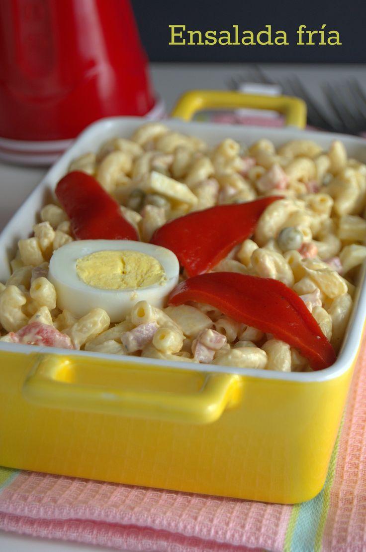 Esta ensalada fría de coditos y jamón es una constante en las fiestas cubanas. Le encanta a grandes y chicos.