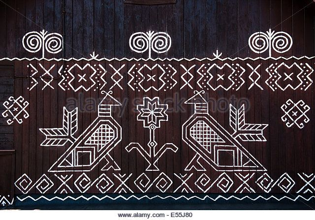 painted-pattern-on-side-of-log-house-in-cicmany-unesco-world-heritage-e55j80.jpg (640×447)