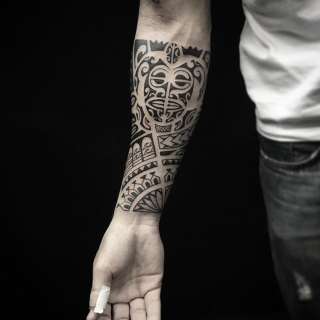 Tattoo do camarada Leonel!! #tattoooftheday #polynesiantattoo #polynesiantribal #maori #blacktattoo #rafaferraritattoostudio #rafaferraritattoo #galeriaflorencioygartua #moinhosdevento  #portoalegre