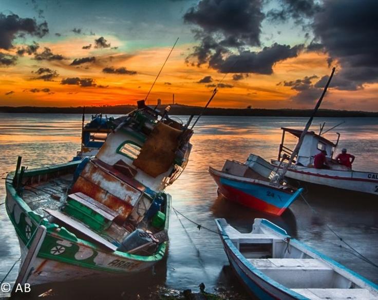 Barcos de pesca artesanal no Rio Potengi