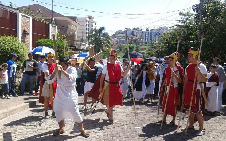 Honduras. Capitalinos acuden al tradicional vía crucis este Santo