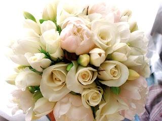 simple, cute, round bridal bouquet.