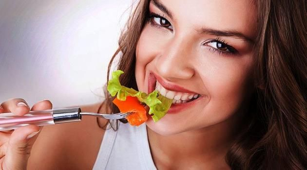 cardapio-noturno-comida-salada-sorriso-corte
