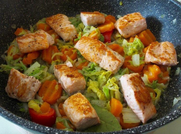 Poêlée de chou chinois aux carottes et au saumon : Diet & Délices - Recettes dietétiques