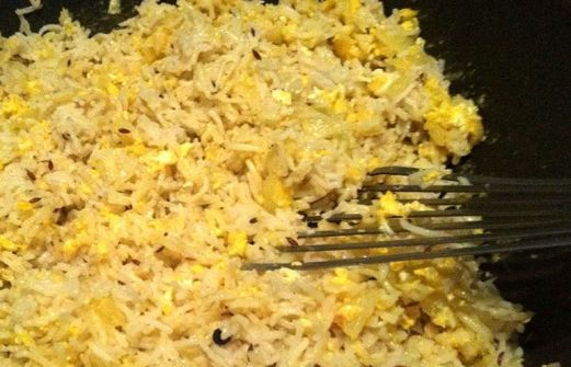 Συνταγή Τηγανιτό ρύζι με αυγό.: ΥΛΙΚΑ 250 γρ. ρύζι μπασμάτι 1/3 κ.σ. πράσινο κάρδαμο 1 ξυλάκι κανέλας 4 καρφάκια γαρύφαλλου 2 φύλλα δάφνη Αλάτι κατά βούληση 60 ml. ελαιόλαδο 1/4 κρεμμύδι ξερό ψιλοκομμένο 2 αυγά ελαφρά χτυπημένα 50 ml. σάλτσα σόγιας Χρόνος Προετοιμασίας 30' Βαθμός Δυσκολίας Εύκολη Αριθμός ατόμων 4 άτομα [...]