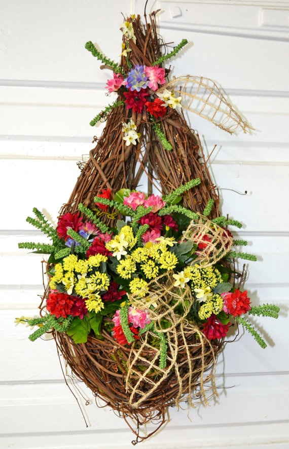Teardrop grapevine wreath with pocket