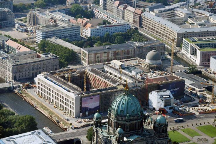 Luftaufnahme Berlin - Umgestaltung des Schlossplatz durch die Baustelle zum Neubau des Humboldt - Forums in Berlin - Mitte