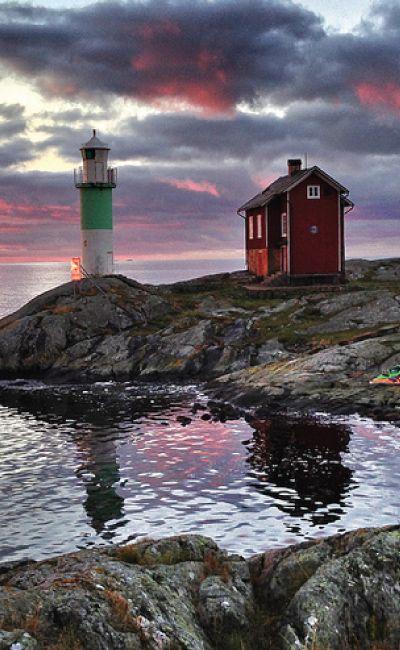Øyromantikk gir paret en mulighet til å slappe av i hverandre sitt selskap. En overnatting på en vakker, Norsk øy får dem til å senke skuldrene. Gi dem et opphold på dobbeltrom med sjøutsikt og en treretters middag som bryllupsgave.