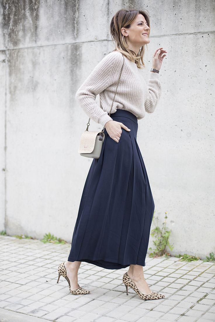 Cristina Blanco del blog #GuíadeEstilo de @stylelovely con #stilettos #animalprint diseñados por ella misma en Custom&Chic y falda pantalón, dos prendas que combinan a la perfección. Acierto para conseguir estilismos de invierno más formales en tus #totalooks.