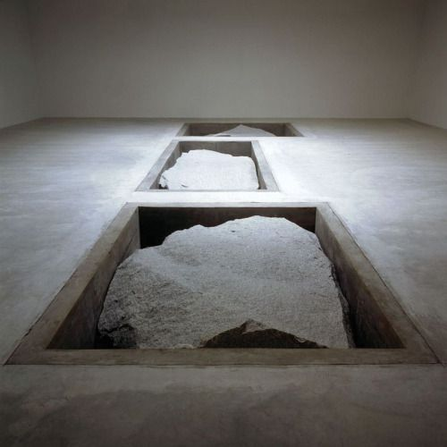 Michael Heizer, Displaced Replaced Mass, 1977.
