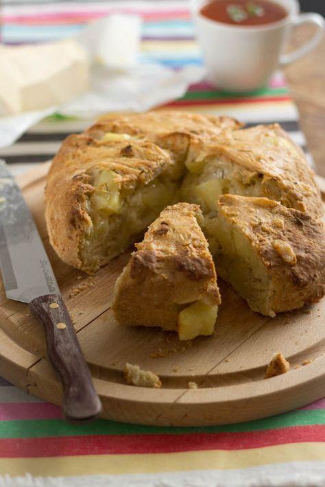 Kaas, rozemarijn en aardappel brood recept. Goed gevuld brood lekker bij soep en stoofschotels. Gebruikte zuur: Griekse yoghurt