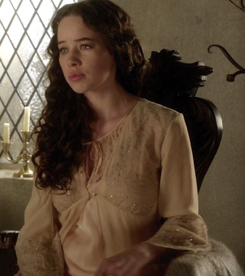 Anna Popplewell as Lola in Reign (TV Series, 2013).