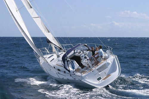 "Sailing School UK use Beneteau Oceanis 343 – ""DIAGON""  http://www.universalsailingschool.co.uk/yacht-fleet/oceanis-343/"