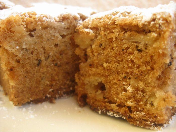 Csodás sütemény, ami gyorsan elkészül és varázslatos íze, illata van! Mintha a nagyi sütötte volna! Hozzávalók: 40 dkg reszelt alma 5 dkg vágott dió 40 dkg cukor 20 dkg zsír 40 dkg liszt 4 tojás 1 tasak sütőpor 1 teáskanál őrölt fahé...