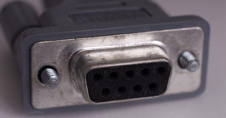 Cómo hacer un conector de puerto serial a USB. Los puertos seriales fueron alguna vez la interfaz principal de conexión de los dispositivos periféricos a los ordenadores. Con la invención del USB (Puerto universal de serie) y su velocidad de transferencia muy superior, la interfaz de serie rápidamente pasó al olvido. Si tienes un dispositivo antiguo que sólo es compatible con las conexiones de ...