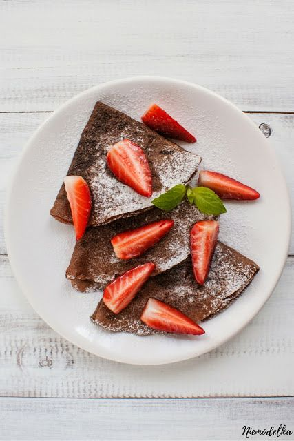 Kakaowe pełnoziarniste naleśniki. Wholemeal chocolate crepes