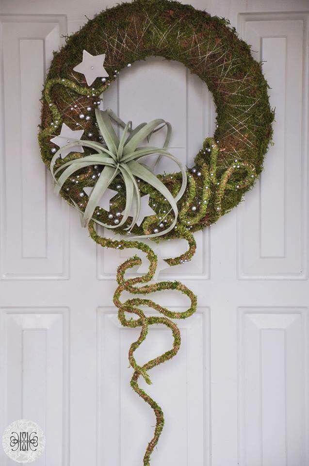 Succulent contemporary wreath. Via Fusion Flowers magazine.