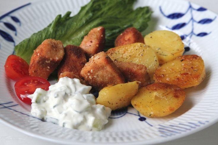 Laxnuggets med gurkdressing & potatis