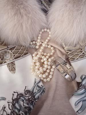 Aux Pays des Epices Hermes scarf and Clic H bracelet