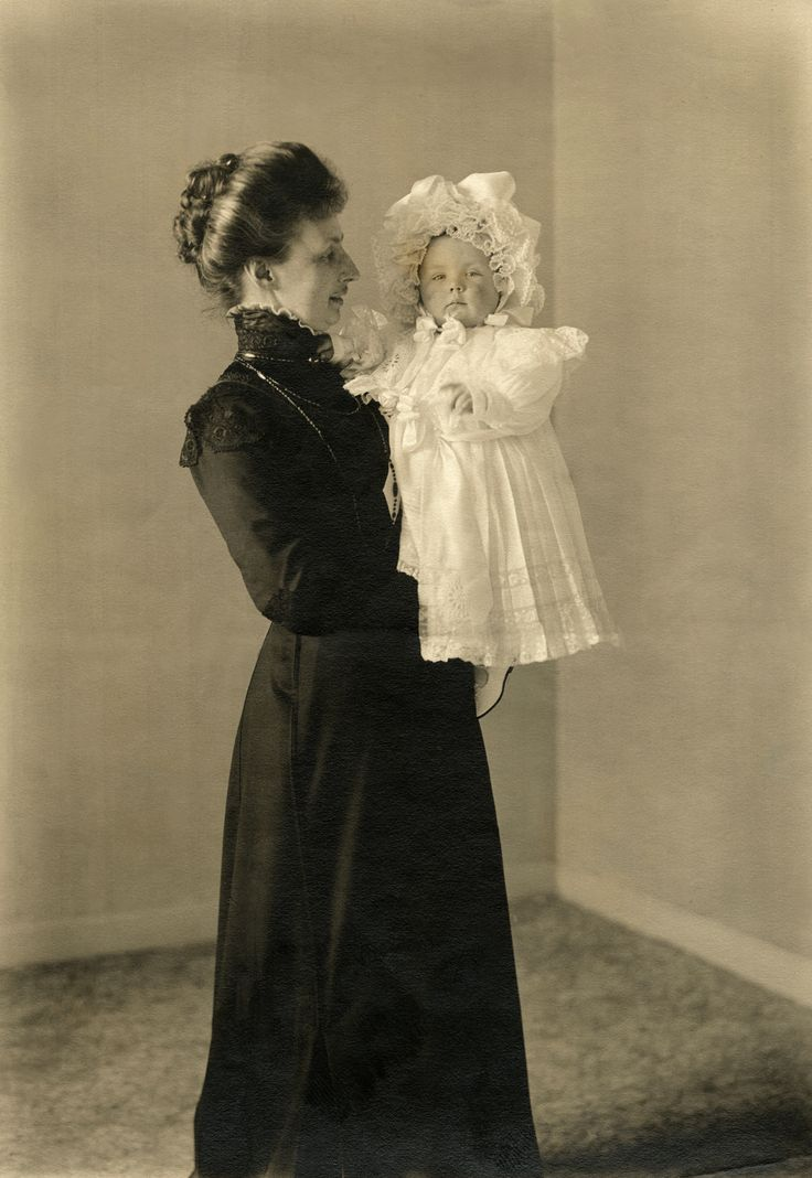 Little princess Juliana and her beloved governess, Freule Louise van de Poll.