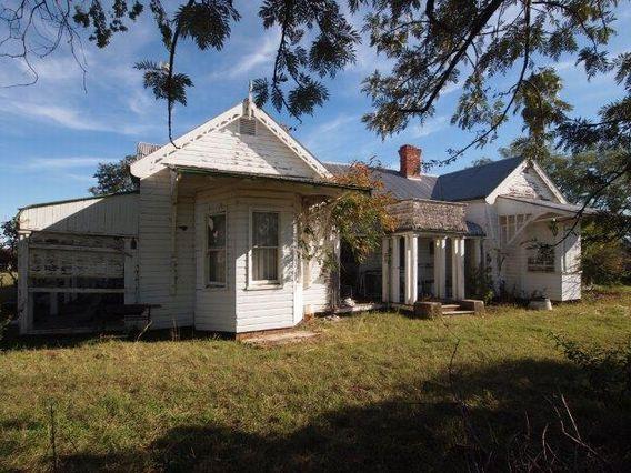 DOWNTON HOUSE