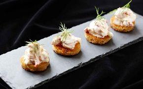 Hummerskagen - en lyxigare variant på skagenröra. Klicka med fördel hummerskagen på extra gott, rostat bröd t.ex surdegsbaguette och bara njut!