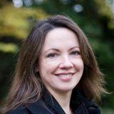Pin 2. Lef is geschreven door Jeanne Ryan. Jeanne Ryan is opgegroeid in een gezin met 11 kinderen. Ze schrijft boeken voor jong volwassenen die spannend om te lezen zijn