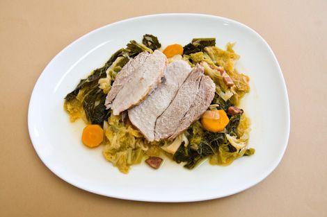 Carne de Porco Estufada com Couve Lombarda | SaborIntenso.com