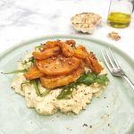 Gegrilde pompoen salade met kikkererwten hummus