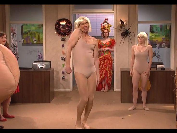 Jim Carey en body et en grande forme pour parodier le clip de Sia, c'est notre vidéo du jour et c'est ici : http://cheekmagazine.fr/culture/jim-carrey-body-clip-chandelier-de-sia/