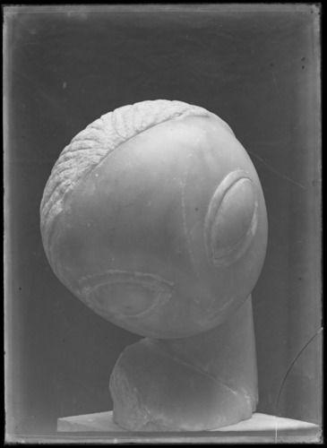 Constantin Brancusi, Narcisse vu de face, albâtre (1909-1910), après 1910