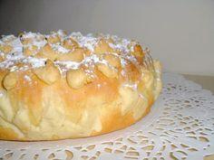 Le Streuselkuchen est une brioche Alsacienne recouverte d'un délicieux crumble à la cannelle ainsi que d'une belle couche de sucre glace.