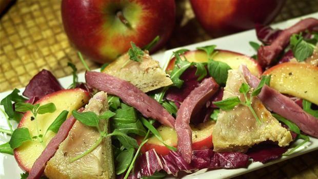 Karameliseret foie gras med glaserede æbler