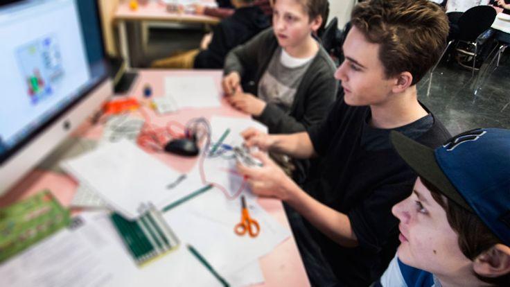 Informatie over 21e eeuwse vaardigheden - of 21th century skills - en de wijze waarop scholen deze competenties kunnen inbedden in het onderwijs, zodat leerlingen voorbereid zijn op kennis- en netwerksamenleving van de 21e eeuw.