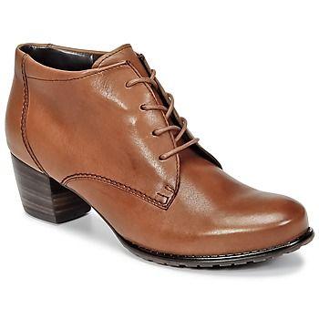 Toute l'identité et les valeurs de la marque Ara sont représentées à travers cette paire de bottines. D'un côté sa couleur marron est pile dans l'air du temps, de l'autre sa tige en cuir est particulièrement agréable à regarder. Sa semelle extérieure en synthétique résistant la rend particulièrement confortable. Aucun doute : vous allez lui trouver une place de choix dans votre shoesing. - Couleur : Camel - Chaussures Femme 67,20 €