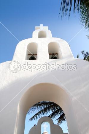 Résultats Google Recherche d'images correspondant à http://static5.depositphotos.com/1053932/512/i/450/dep_5124907-Playa-del-Carmen-white-Mexican-church-archs-belfry.jpg