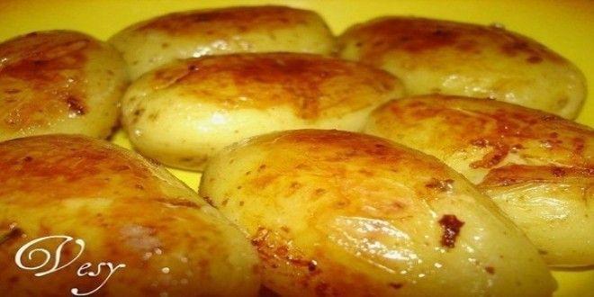 Рецептик:  Выбираю более-менее ровный картофель, укладываю в тефлоновую сковороду у которой есть к...