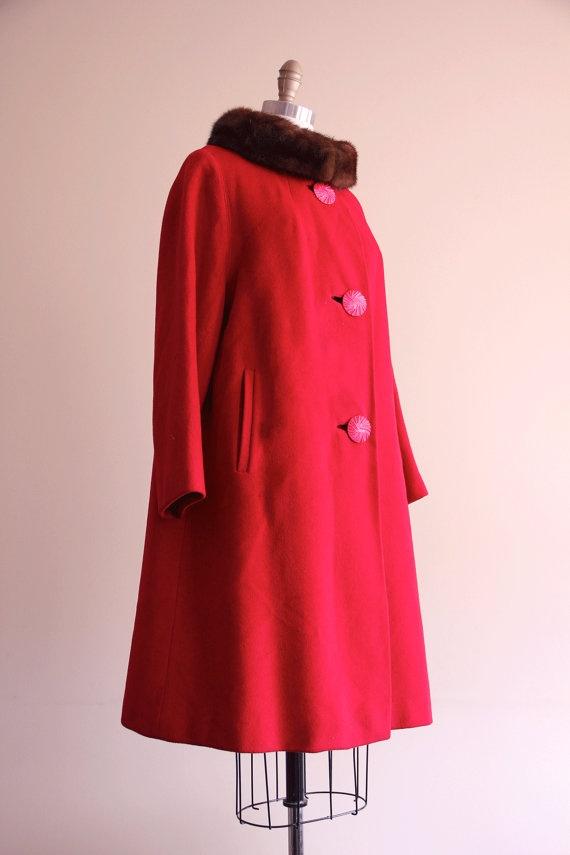 1950s coat / vintage red coat brown fur collar / 1960s 60s / size large L