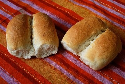 Marraquetas, South American crunchy bread made with flour, salt, water and leavening. It is mostly eaten in Chile, Peru and Bolivia.