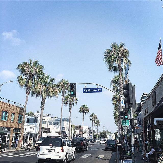 California and Abbot Kinney- 3 words that make you happy 😀 #lastory…