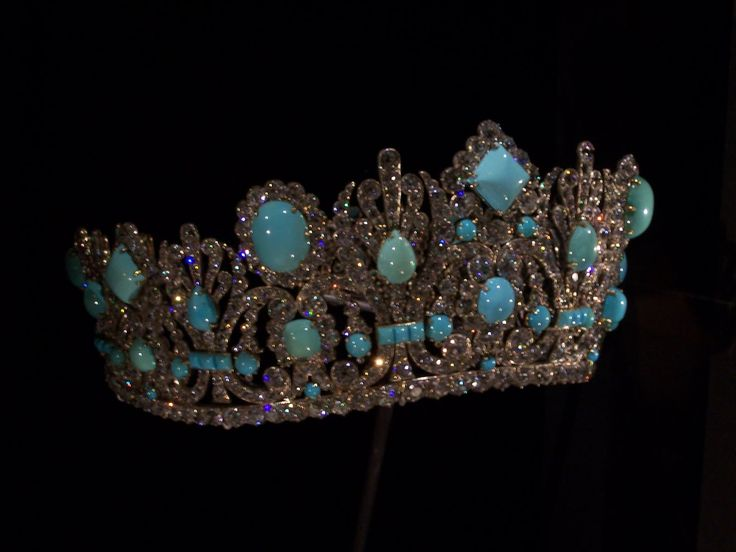 Part of the parure that was a wedding gift from Napoleon to his bride Empress Marie-Louise, the diadem originally contained emeralds. Van Cleef and Arpels vandalised it by replacing them with Persian turquoises. The tiara is now in the Smithsonian in Washington.