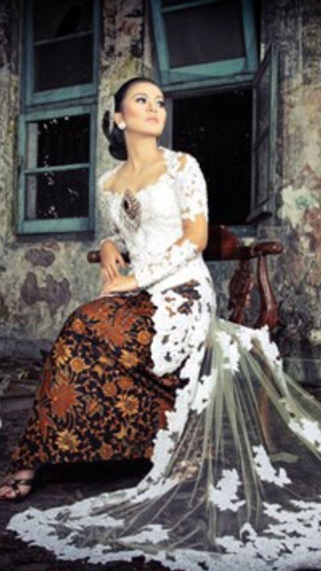 Javanese bride kebaya