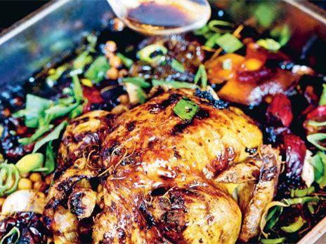 Hel kyckling i ugn med paprikor | Recept från Köket.se