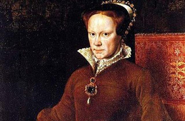 La Pelegrina - É uma das mais famosas pérolas do mundo, encontrada no Panamá, mas que foi usada pela realeza espanhola por muitos séculos. A primeira foi Mary Tudor, que pode ser vista a usá-la em um retrato.