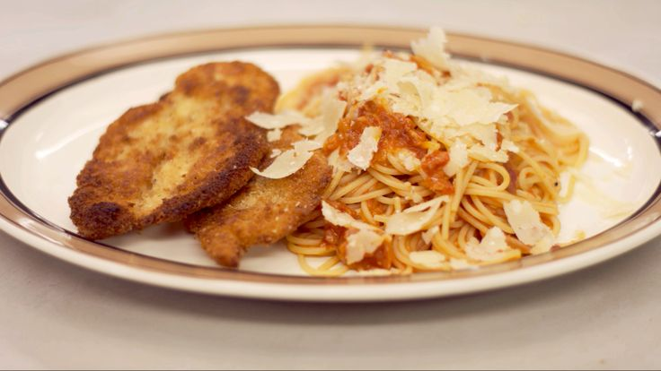 Recepten - Gepaneerde kip en pasta met verse tomaat