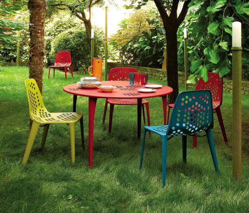 I love this colorful outdoor furniture outdoor living for Divanetti per giardino economici