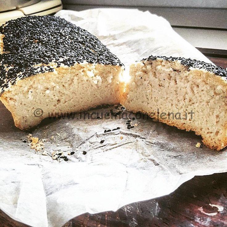 Pane di riso con semi di sesamo nero