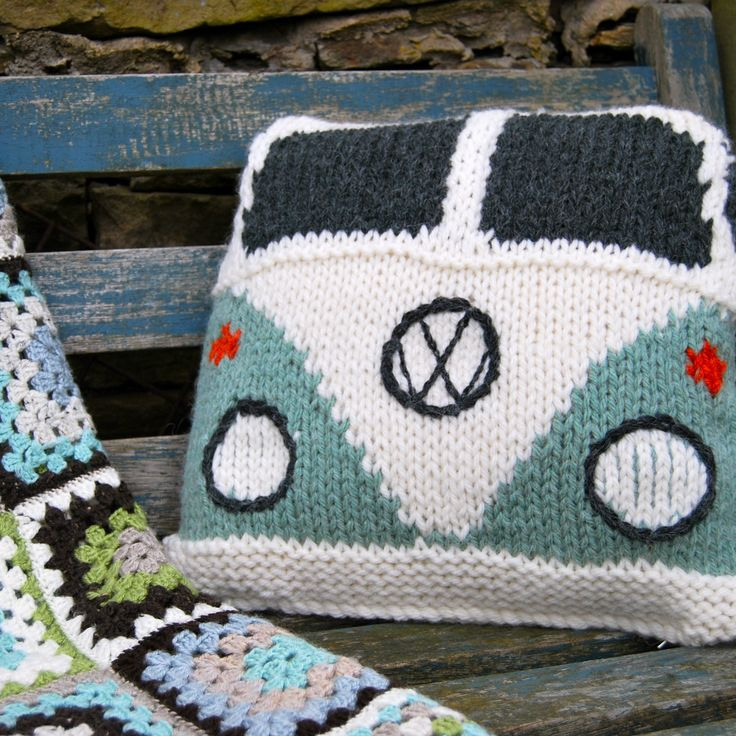 VW bus pillow,  how cool!  Could I do this with Robs 'Cuda???