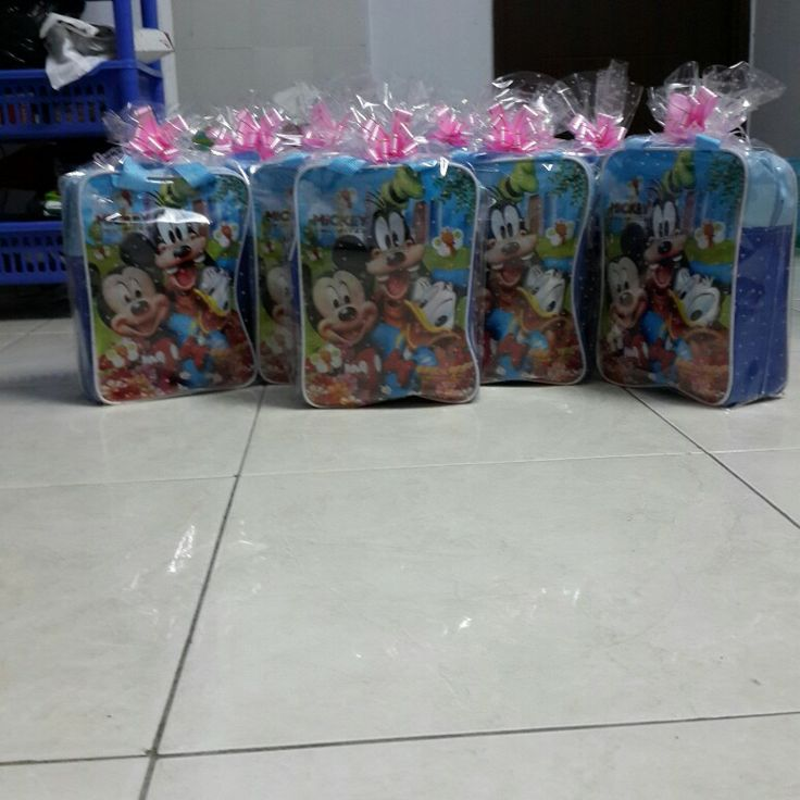 Goody bags for the kids donald duck theme, couldn't find any bags without mickey... xoxo
