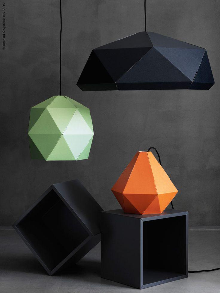 Taklampskärmarna JOXTORP, design Mikael Axelsson, är IKEA design när den är som bäst och smartast. Tillverkad i återvinningsbar papp är den bara att vika ihop och hänga upp.